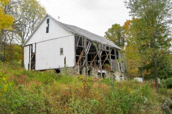 Barn before restoration by Stable Hollow Construction
