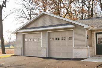 Renovated 2 door Garage