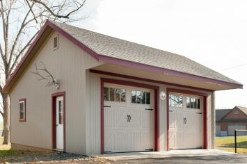 Stable Hollow construction builds residential garages.