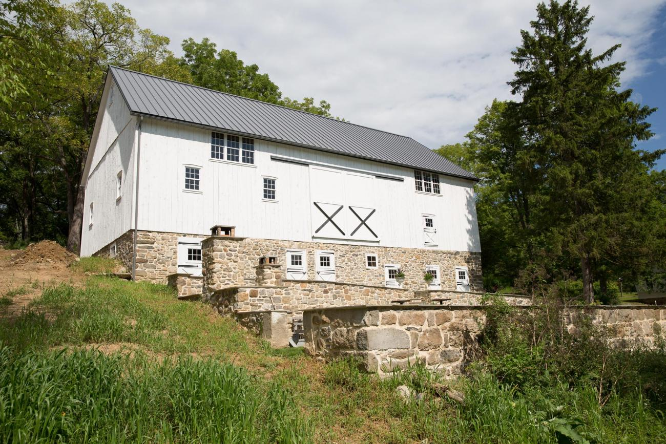 Stroudsburg pa restored bank barn stable hollow for Bank barn plans