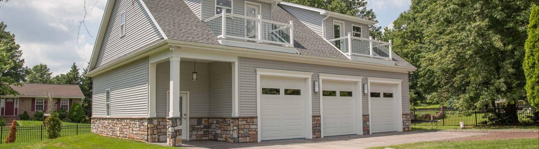 New garage by Stable Hollow Construction