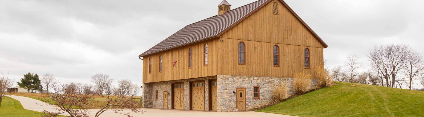 New bank barn built by Stable Hollow Construction